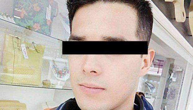 """Fernando N, fue sentenciado a tres años de cárcel y multa de 56 mil 420 pesos por vender y difundir """"packs"""" de mujeres."""
