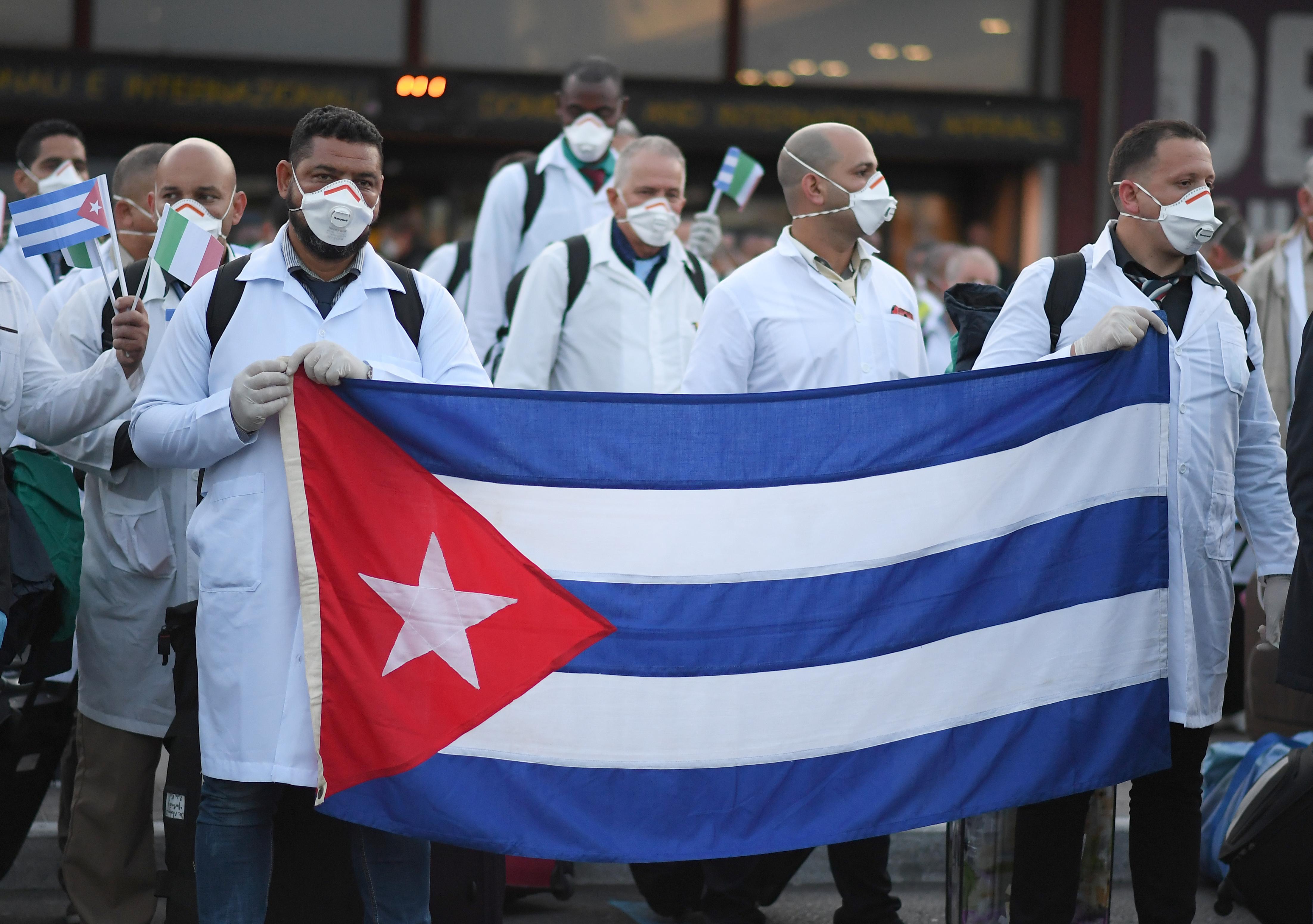 Médicos mexicanos inconformes con médicos cubanos: dudan de su capacidad