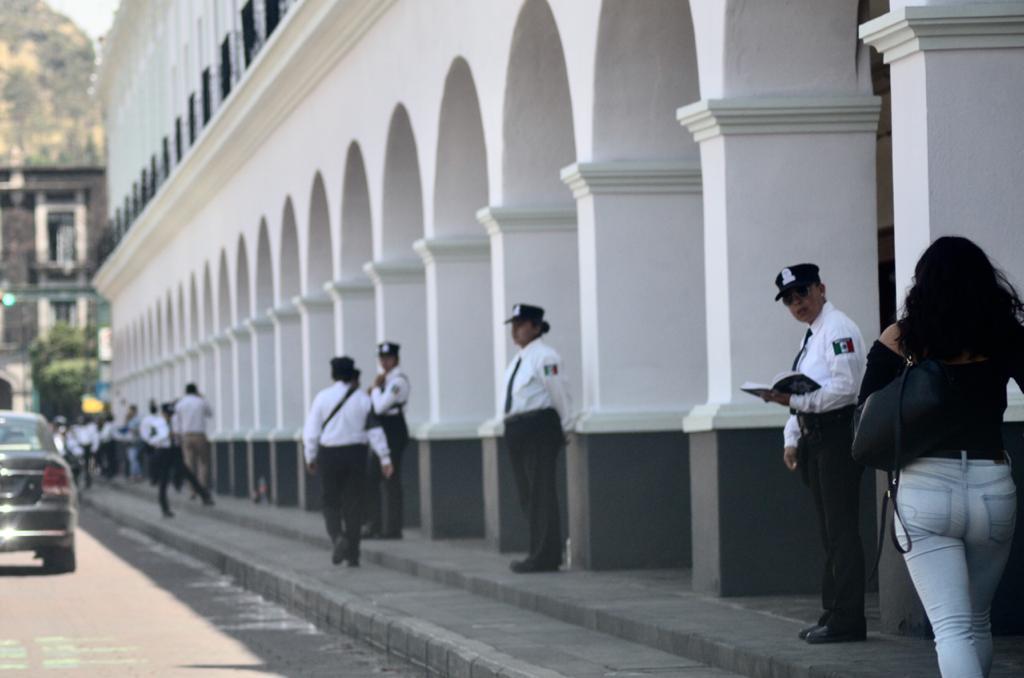 Mexiquenses-salen-a-la-calle-a-pesar-del-semáforo-en-rojo