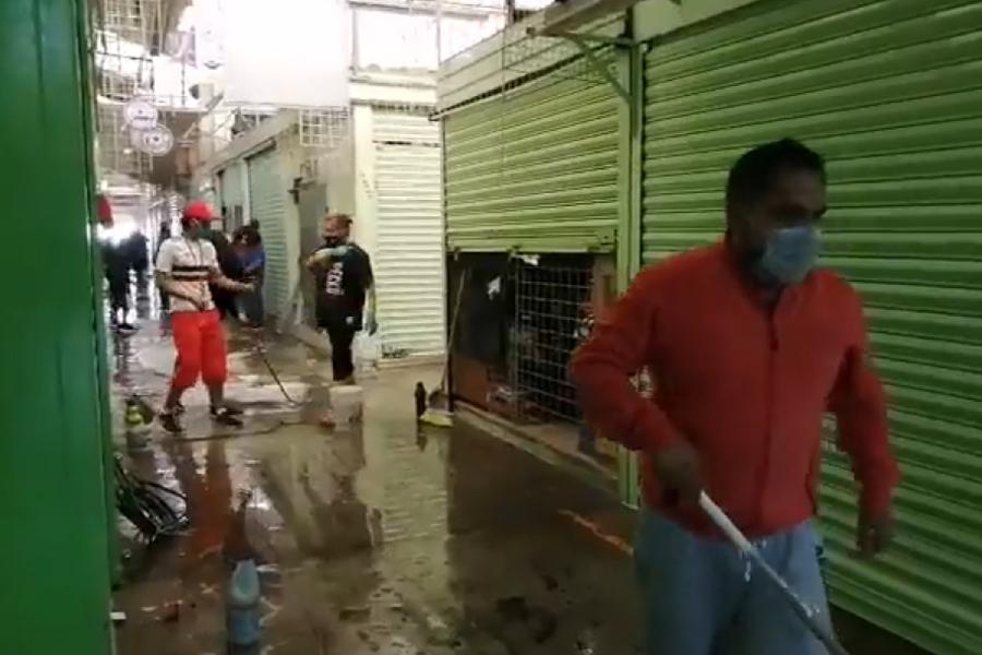 VIDEO || Comerciantes del mercado Juárez realizan actividades de limpieza para su reapertura