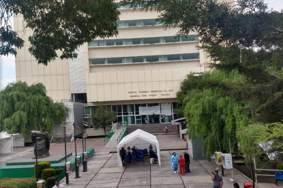 VIDEO Personal médico advierte sobre defunciones diarias en hospital del IMSS de Toluca