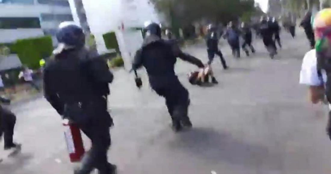 VIDEO    Policías en CDMX patean brutalmente rostro de manifestante