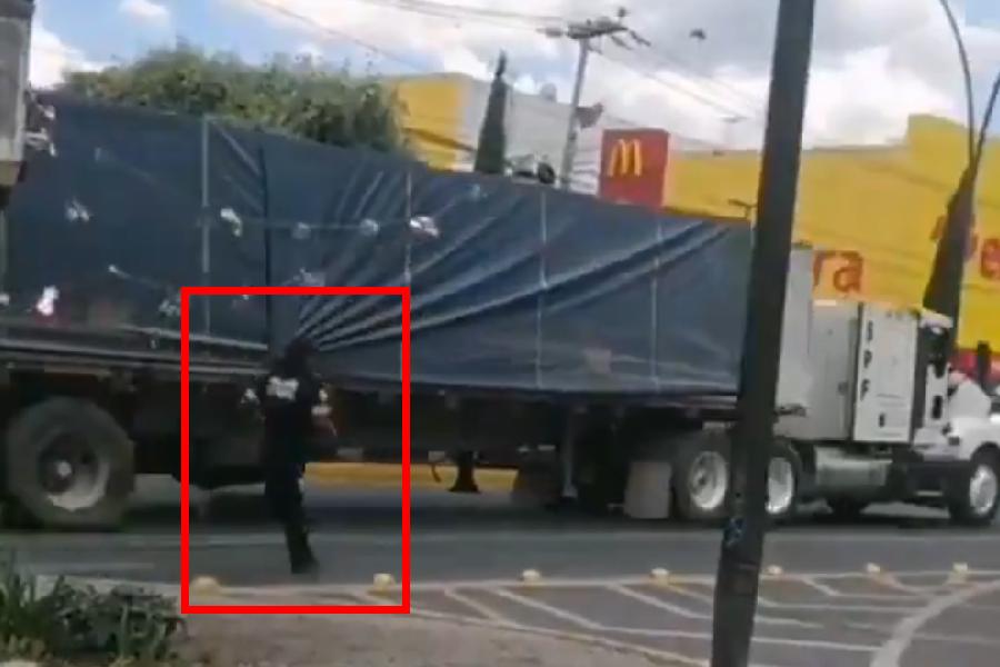 VIDEOS || Detienen con disparos tráilerque había sido robado