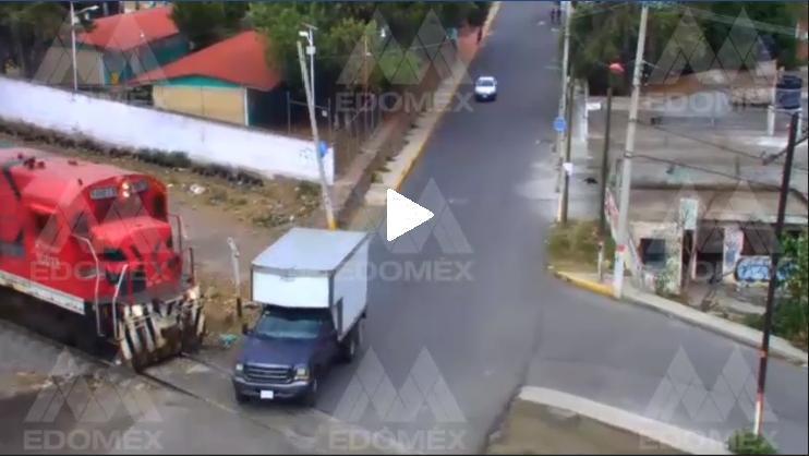 Cámaras del C5 captan momento en el que tren impacta camioneta en EdoMéx