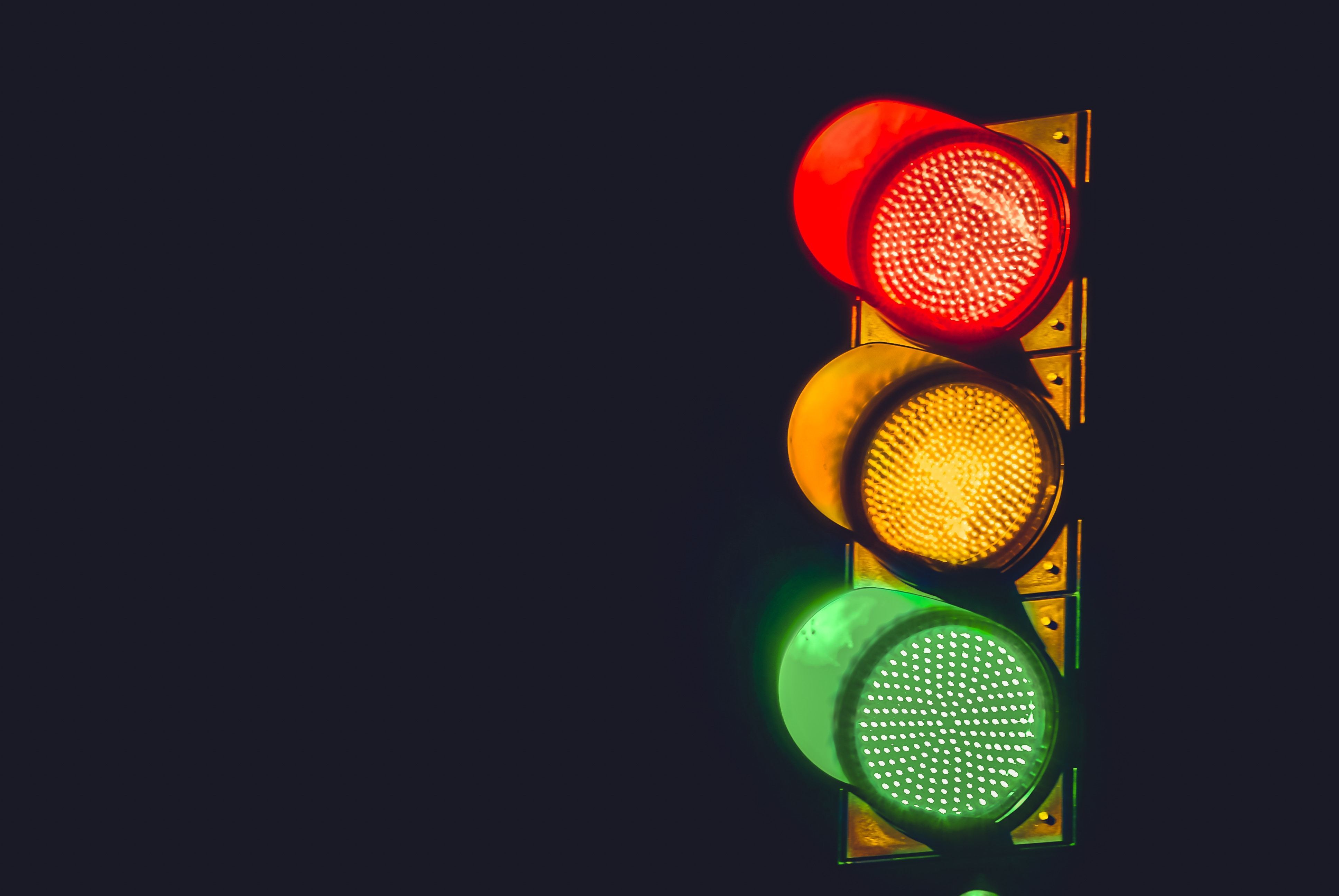 cual-es-la-diferencia-entre-semaforo-rojo-y-naranja