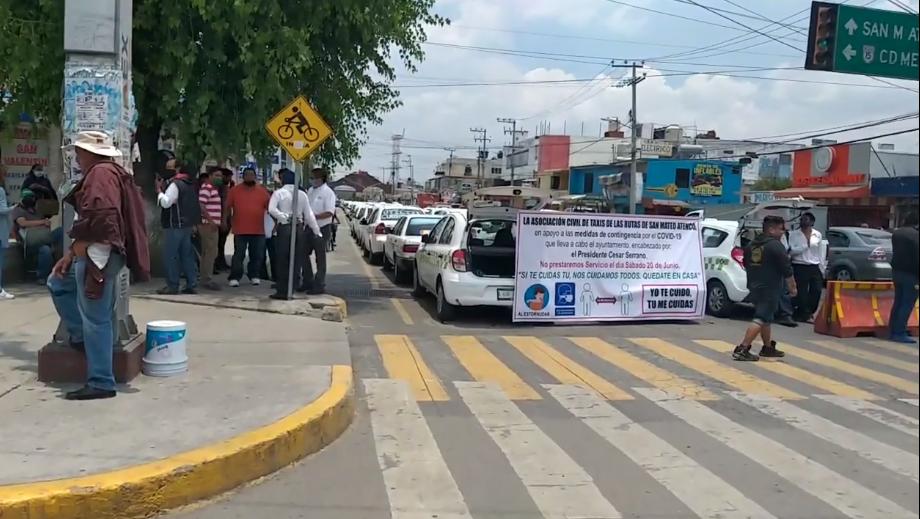 Taxistas realizan paro de servicio en San Mateo Atenco