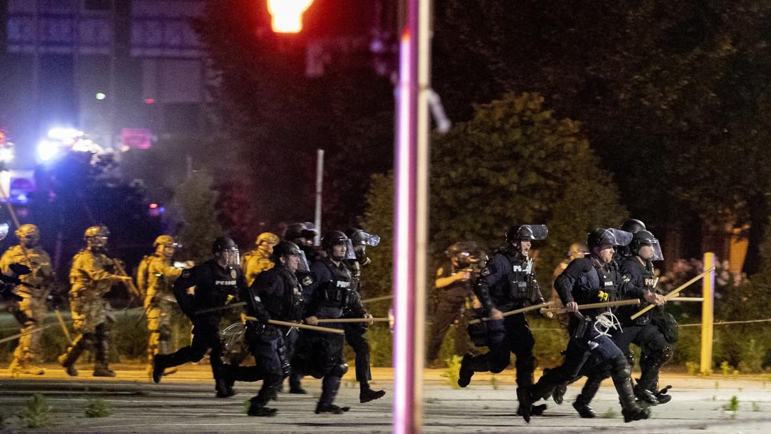 policias-de-eu-atacan-a-hombre-que-supuestamente-se-manifestaba-en-luisville