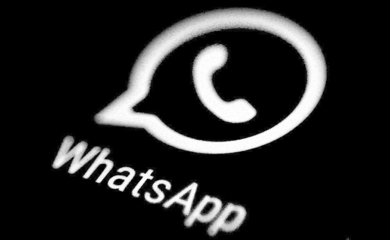 WhatsApp ha sorprendido a sus usuarios con novedades únicas, como stickers animados, códigos QR y modo oscuro para la versión web.