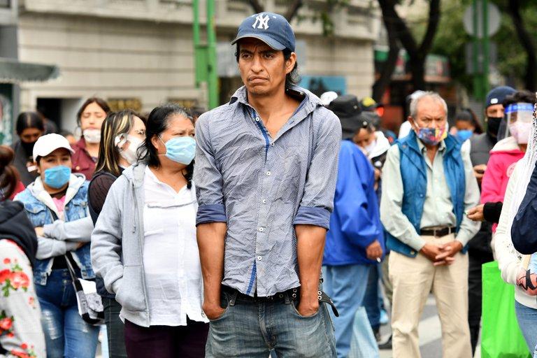 comparando al Valle de México y el Valle de Toluca, el primero tiene mayor número de contagiados, pero el segundo mayor número de muertos.