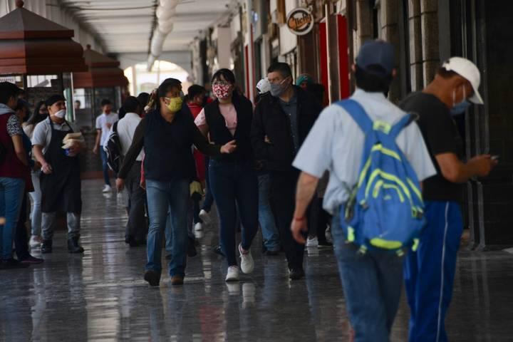 Pese a Semáforo Naranja aumenta número de transeúntes en Toluca