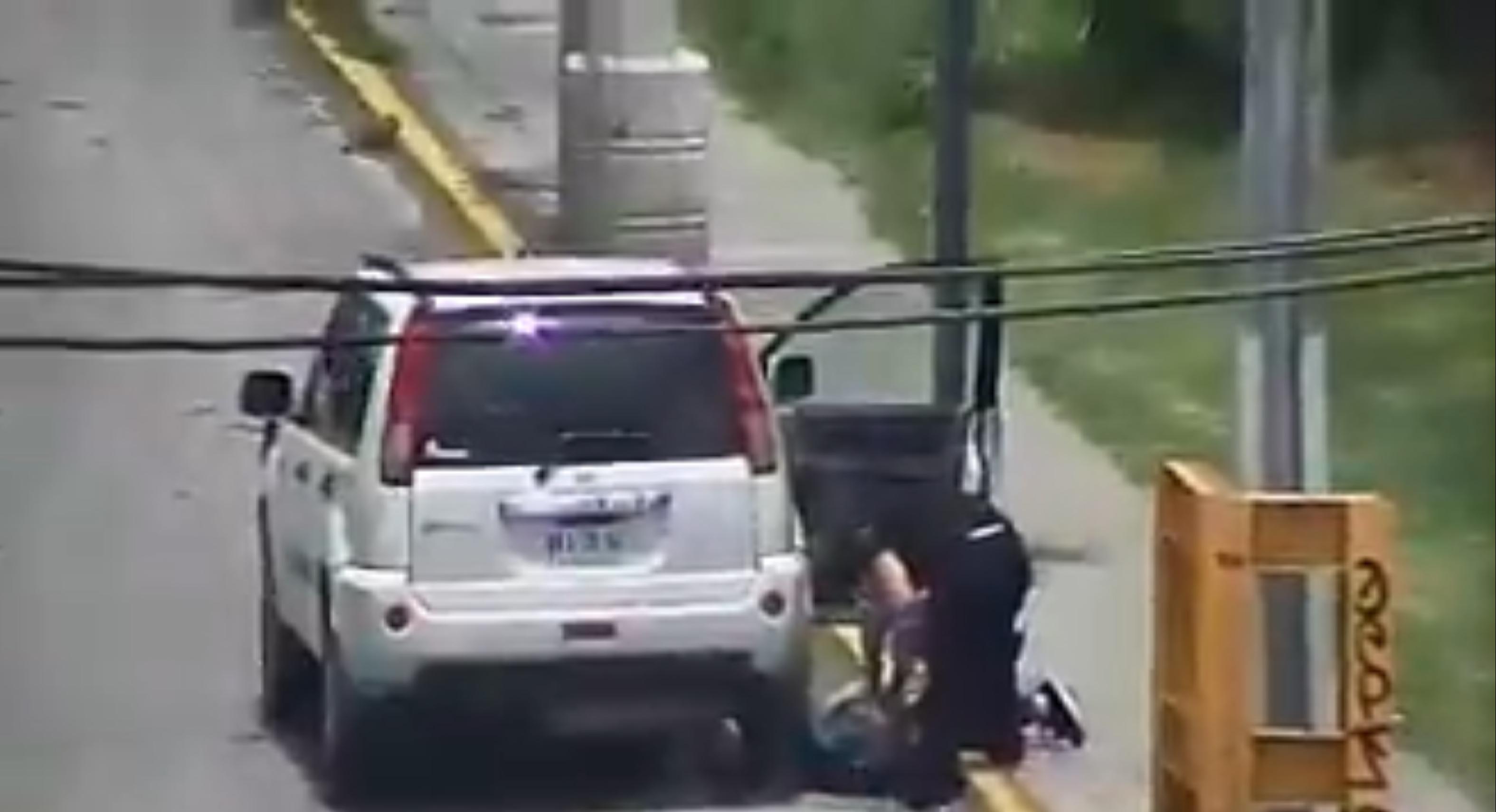 Recibe atención médica persona inconsciente en vía publica de Toluca