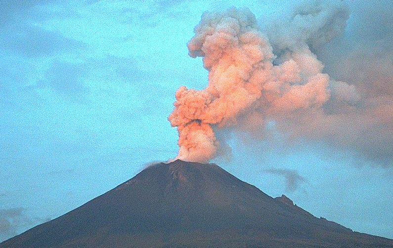 VIDEO-Popocatepetl-lanza-material-incandescente