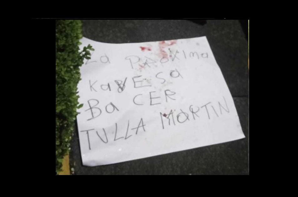 Aparece mensaje intimidatorio con cabeza de animal en Metepec