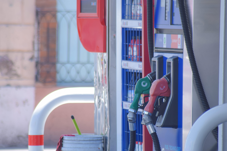 Así es como roban combustible en gasolineras de México