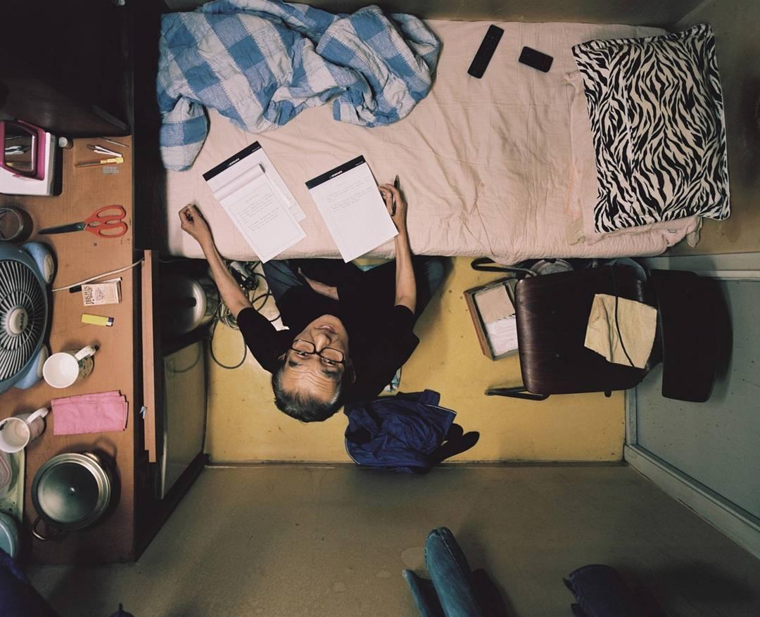 Seguramente la época de confinamiento te resultó una pesadilla, ahora imaginate vivir en una vivienda de solo 4 metros cuadrados.