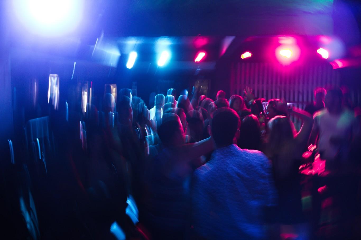 Organizan fiestas para contagiarse de Covid-19 en Estados Unidos