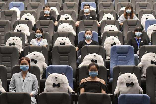 osos-de-peluche-cuidaran-la-sana-distancia-en-cines-de-china