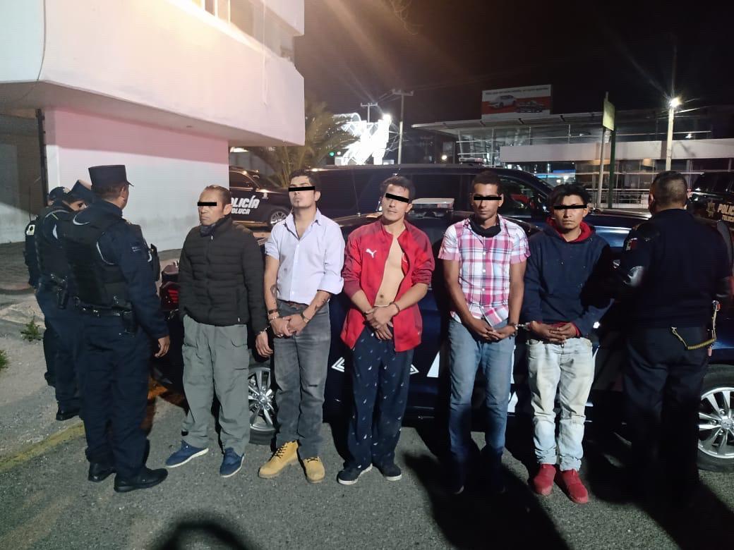 Policía Municipal detiene a 5 presuntos delincuentes en San José Guadalupe Otzacatipan