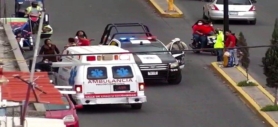 video-hombre-arroya-a-mujer-y-a-ninos-en-edomex