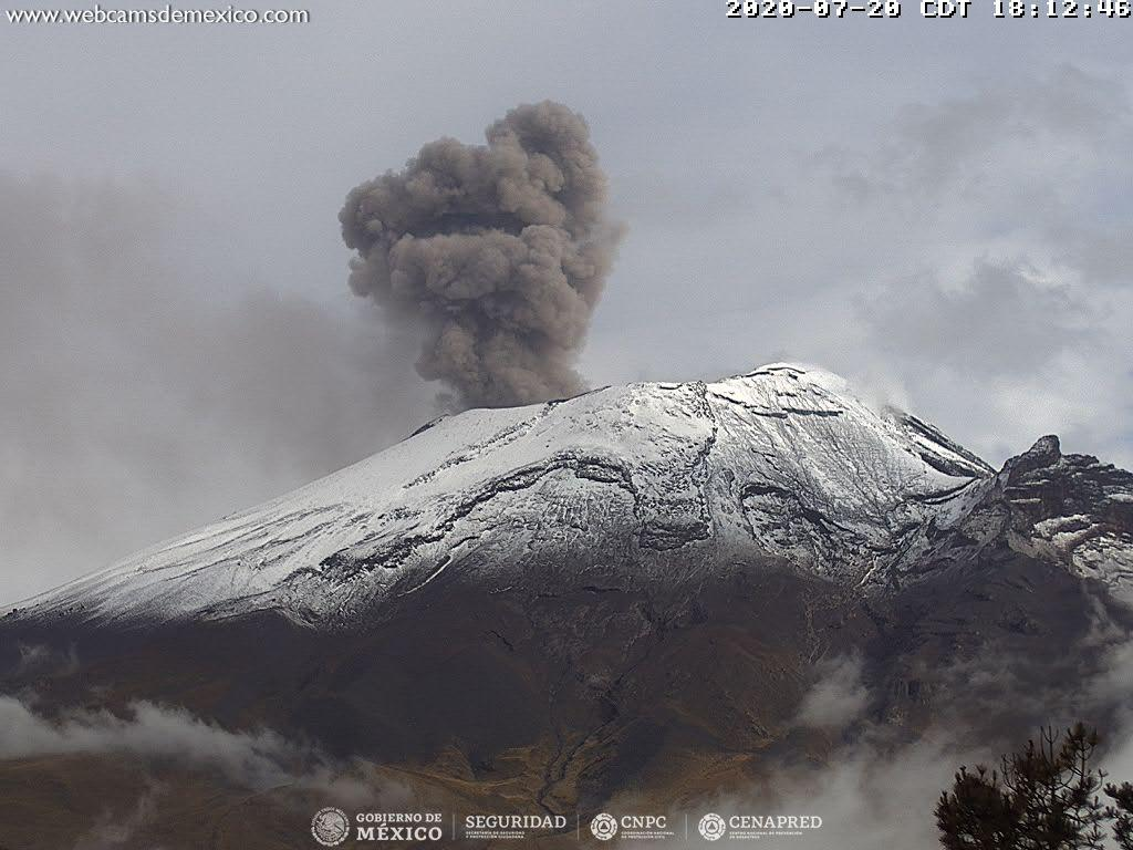 (Video) Youtuber sube a volcán Popocatépetl y se graba a metros de su cráter