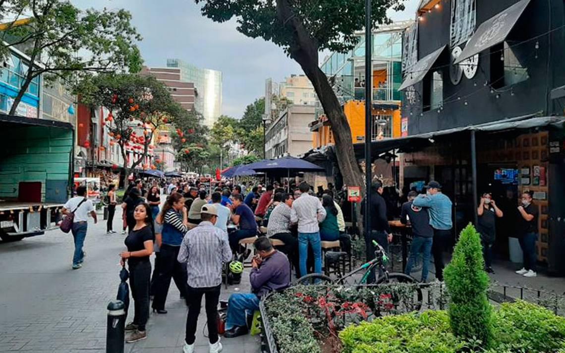 En semáforo naranja abren bares en la Zona Rosa