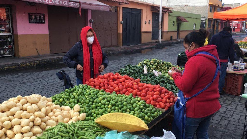 Vuelve a operar el tradicional tianguis del día lunes en Metepec