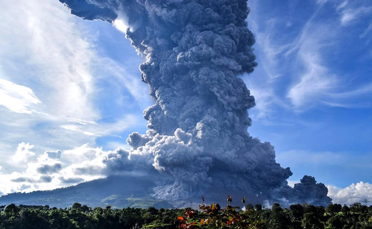 (Videos) Así hizo erupción el volcán Sinabung en Indonesia