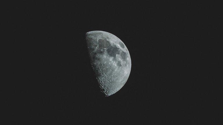 asi-se-vio-la-luna-negra-en-este-2020