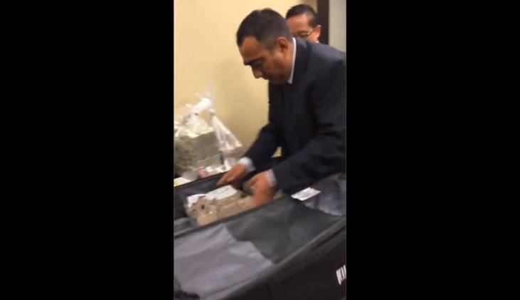 (Video) Difunden video de caso Lozoya entregando soborno de Pemex a panistas