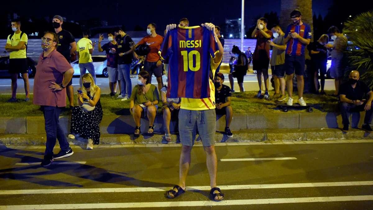 Aficionados del Barcelona entran al estadio pidiendo la dimisión de Bartomeu