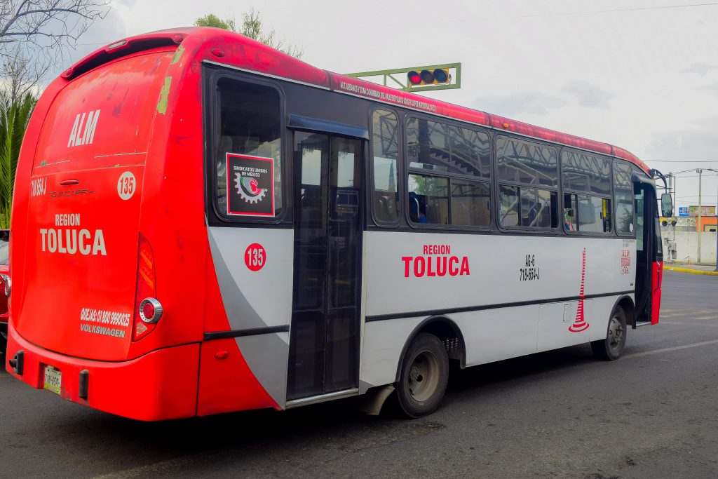 Retiran ruta Toluca-Tianguistenco y bajan pasaje de la ruta Toluca-Almoloya del Río