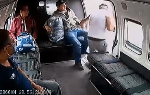 video-hombre-asalta-transporte-publico-y-pasajeros-lo-golpean-en-edomex