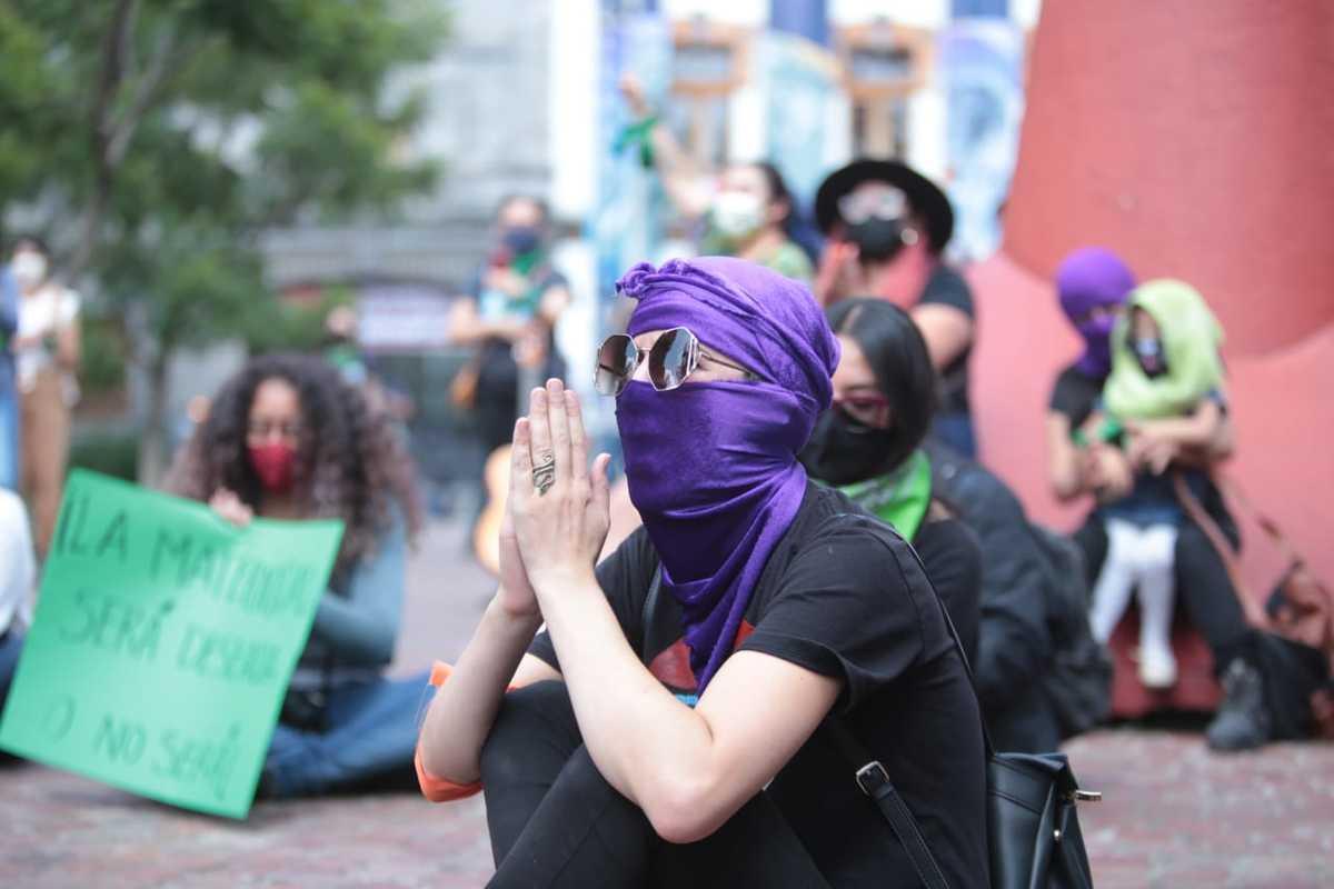 Feministas-se-manifestaron-a-favor-del-aborto-en-Toluca