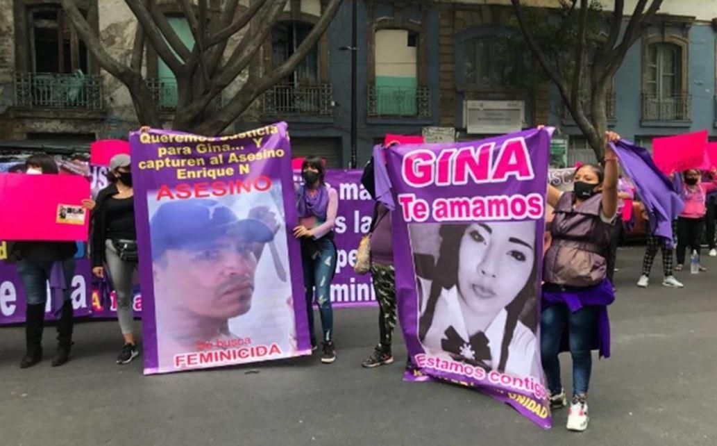 Mujeres se manifiestan en la Segob por el feminicidio de Gina