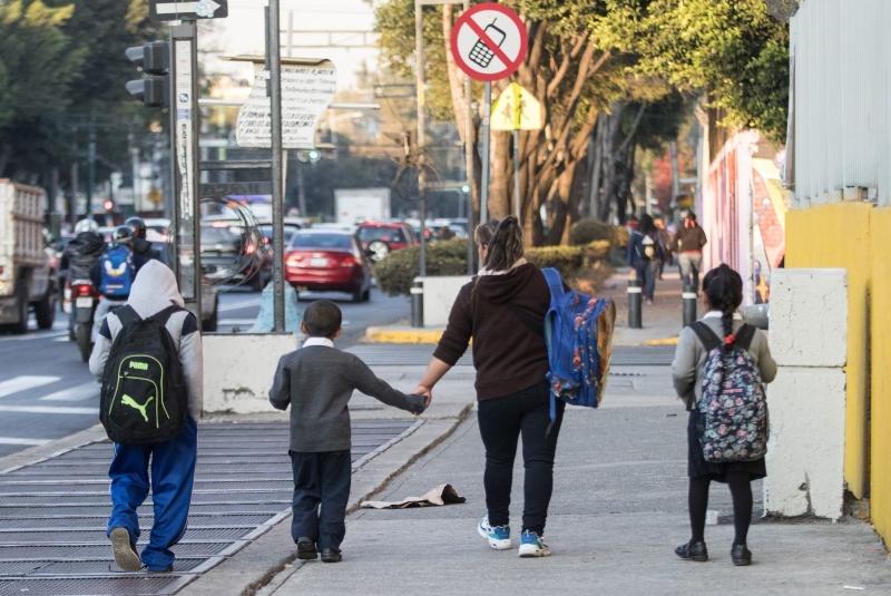 SEP-apoya-a-los-padres-para-no-llevar-a-sus-hijos-a-la-escuela-en-semaforo-verde