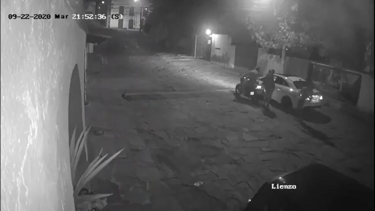 (VIDEO) Ladrones roban auto en segundos en el Edomex