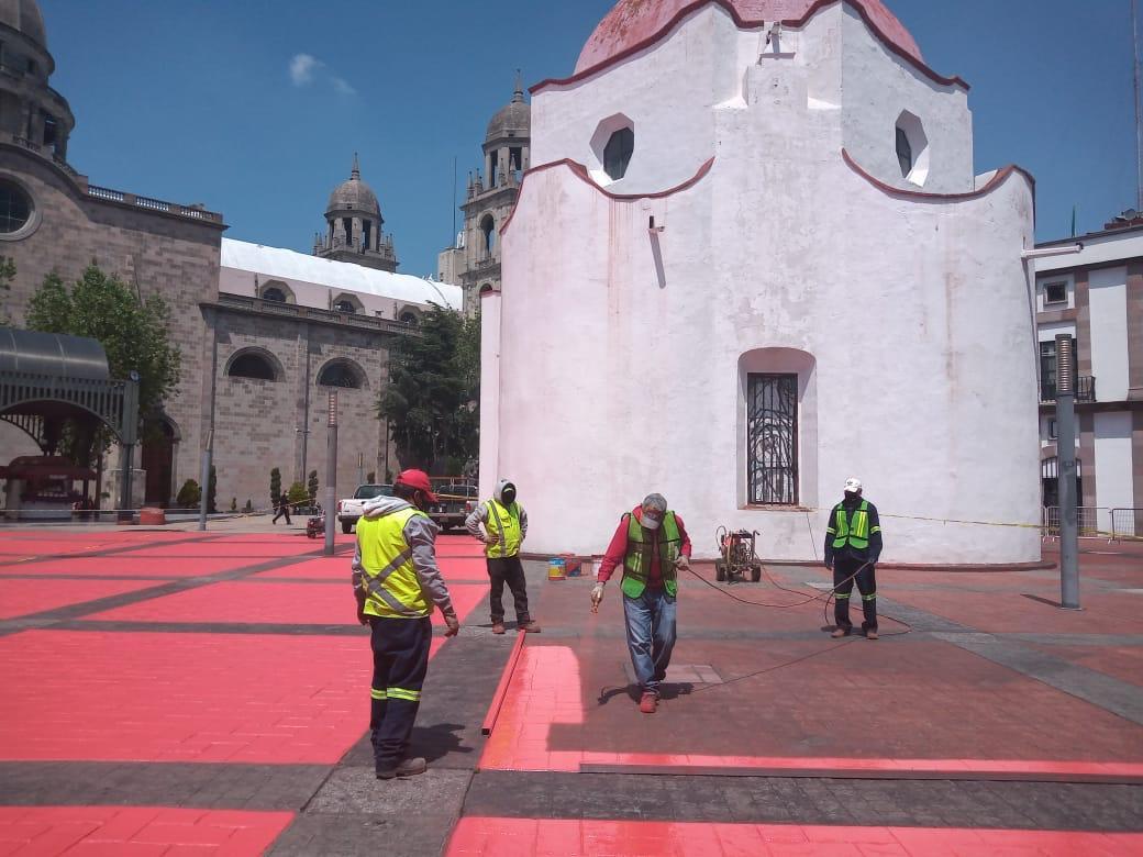 Embellecen explanada de la Plaza Fray Andrés de Castro en Toluca