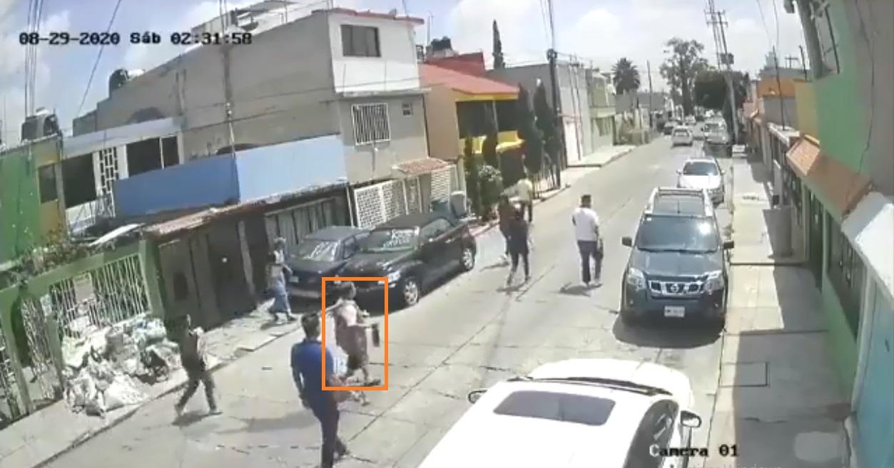 Vídeo-Vecinos ahuyentan a ladrones con todo y escoba