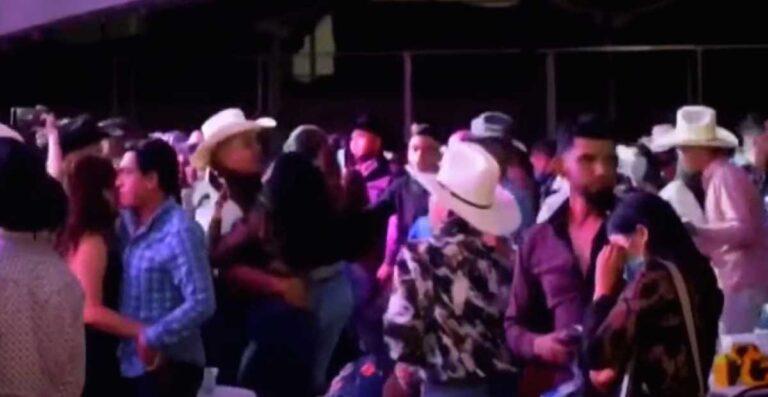 VIDEO|| Pobladores de San Andrés Cuexcontitlán hacen caso omiso a Covid y realizan baile masivo.