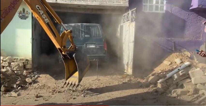 Video || Deslave de cerro sobre 3 casas en Ecatepec