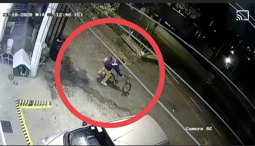 (VIDEO) Hombre se roba la bicicleta de un niño en segundos