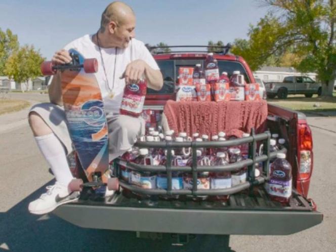 Cholo viral de TikTok recibe camioneta llena de productos
