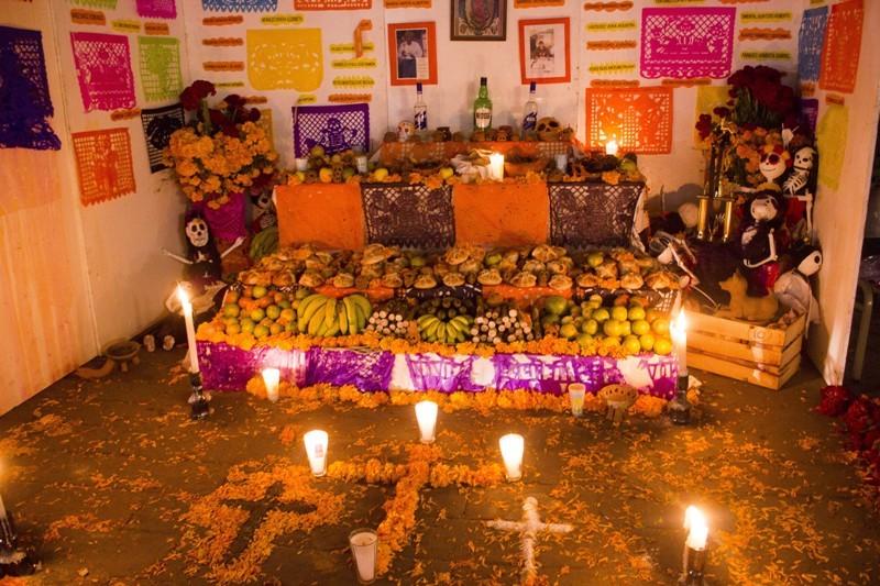 ¿Qué elementos debe llevar la ofrenda de día de muertos?