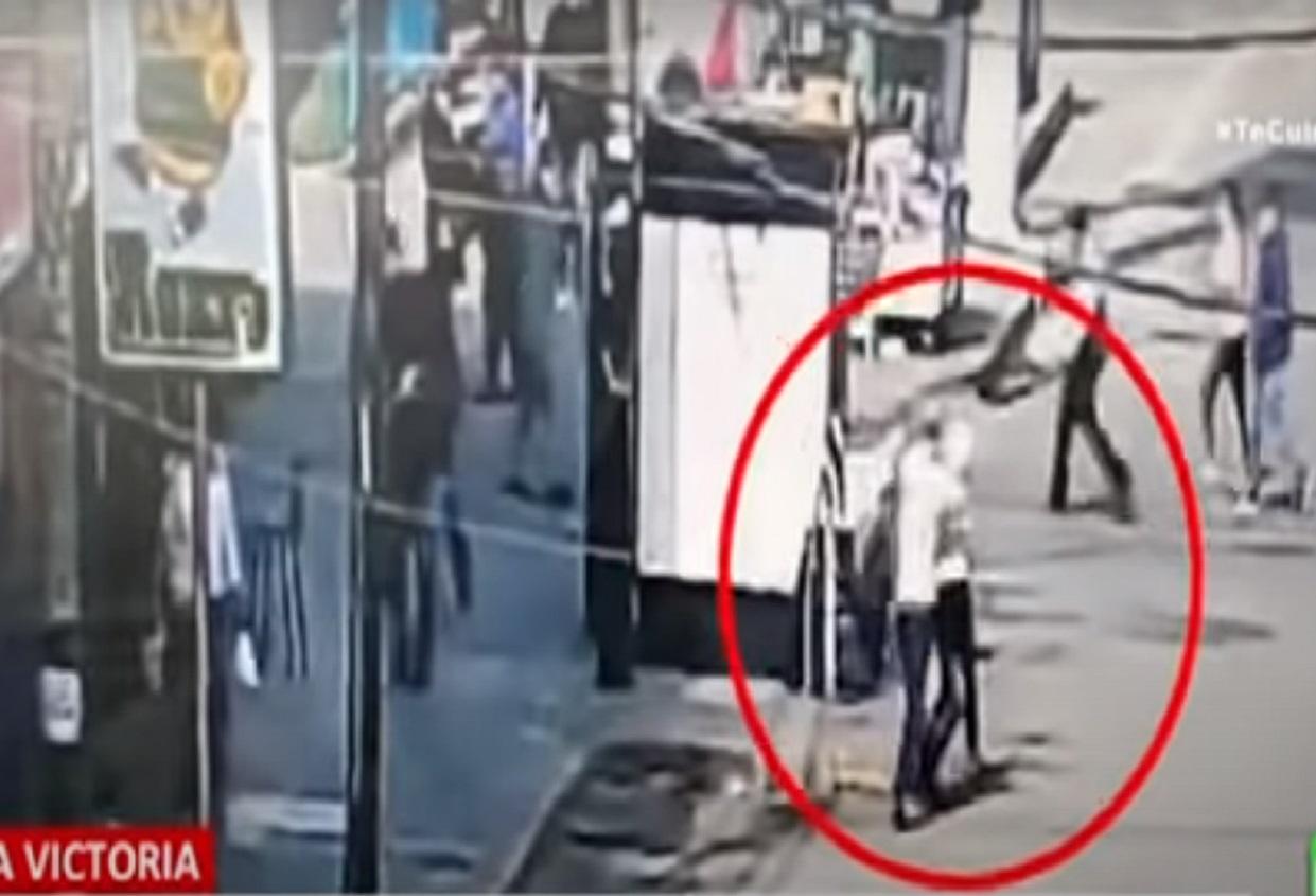 (Video) Expareja de una mujer embarazada la mató en plena calle de Perú