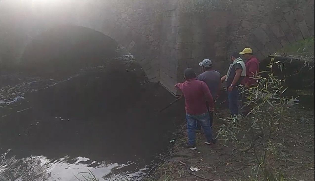 Dos hermanos son buscados tras caer al río Lerma dentro de un auto