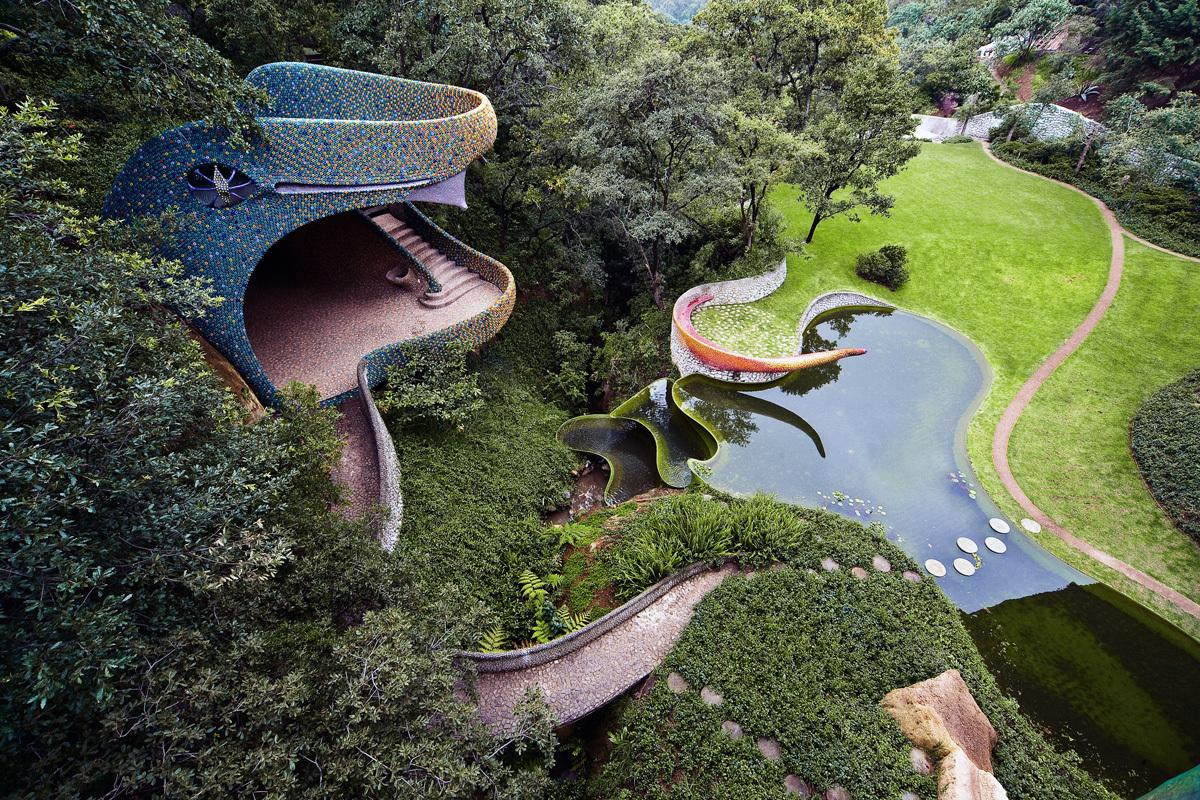 Hospedaje gratis en el nido de Quetzalcóatl