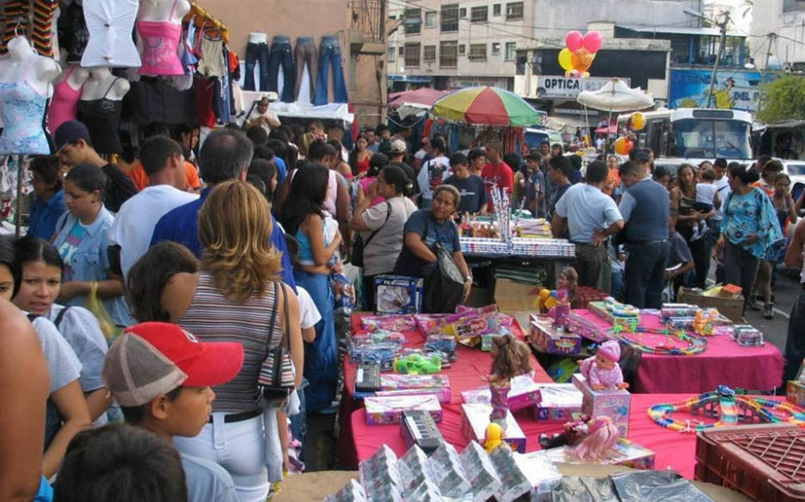La Fiscalía General de la República (FGR), en su lucha por disminuir la piratería en la capital mexiquense, se dio a la tarea de revisar mercados de Toluca.