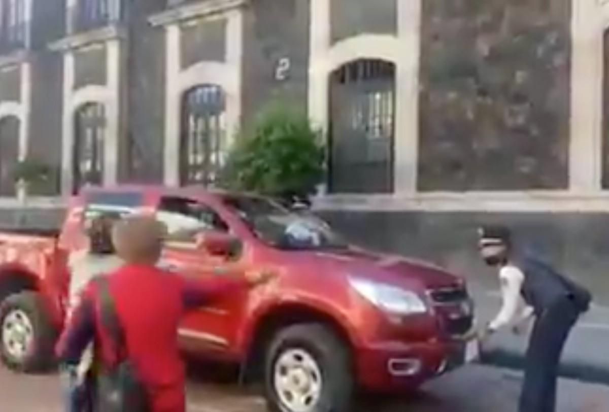 Conductor-de-la-camioneta-que-intento-arrollar-a-oficial-de-transito-en-Toluca-sera-denunciado