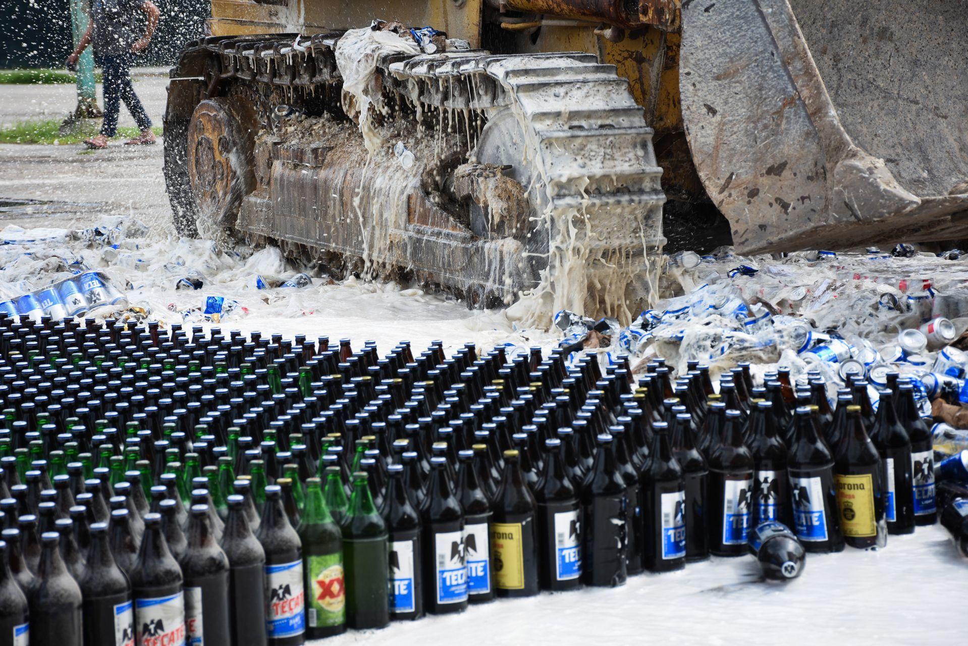 Destruyen-miles-de-cervezas-por-Ley-Seca-en-Campeche