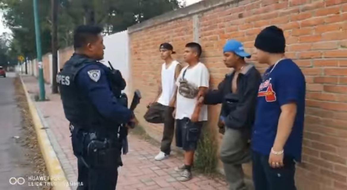Se-ponen-a-rapear-y-policias-les-perdonan-el-arresto